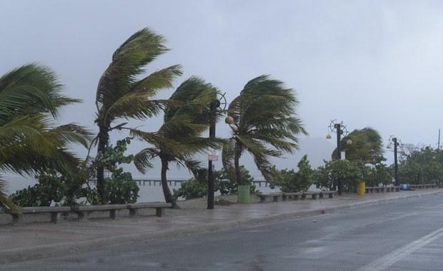 Huragan Irma dotarł w pobliże należących do Wielkiej Brytanii wysp Turks and Caicos i przesuwa się na północny zachód. Do Wysp Zawietrznych na Morzu Karaibskim zbliża się huragan Jose, a w Zatoce Meksykańskiej przybiera na sile huragan Katia.