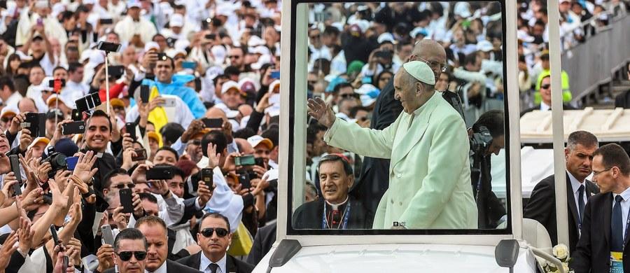 Ponad milion osób uczestniczyło na mszy odprawionej przez papieża Franciszka w stolicy Kolumbii, Bogocie. W homilii, wygłoszonej w kraju dotkniętym dekadami wojny domowej, papież apelował, by rozproszyć mroki nienawiści i pragnienia zemsty.