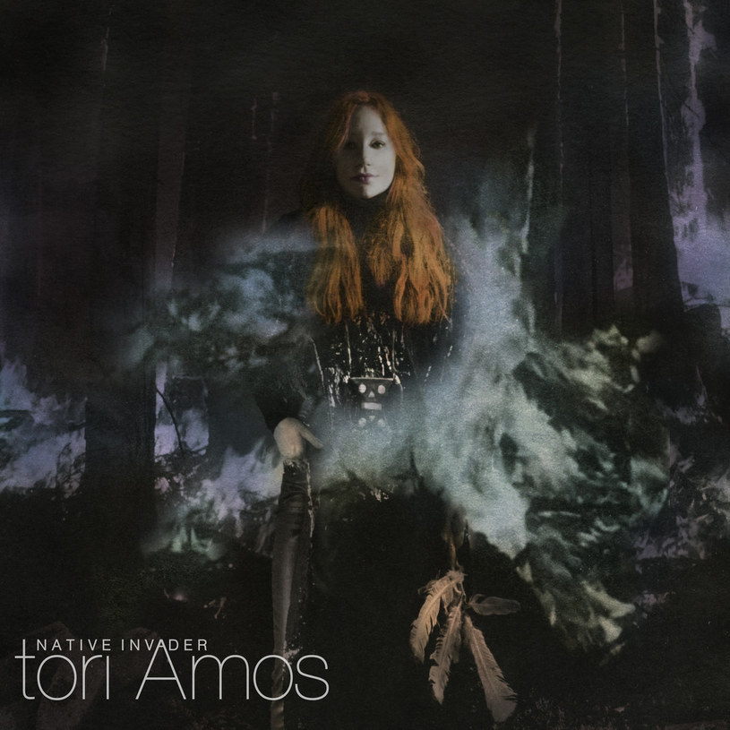 Tori Amos podejmuje poważne tematy polityczne, śpiewa o ludzkiej pogardzie dla natury, a jej rydwan... ciągną koty.