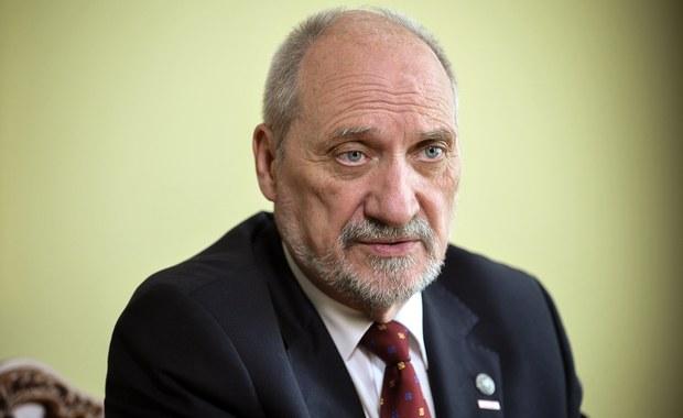"""Nie dostrzegam konfliktu - powiedział w TVP Info szef MON Antoni Macierewicz pytany o swoje relacje z prezydentem Andrzejem Dudą. Jak dodał, """"bywają różnice zdań""""."""
