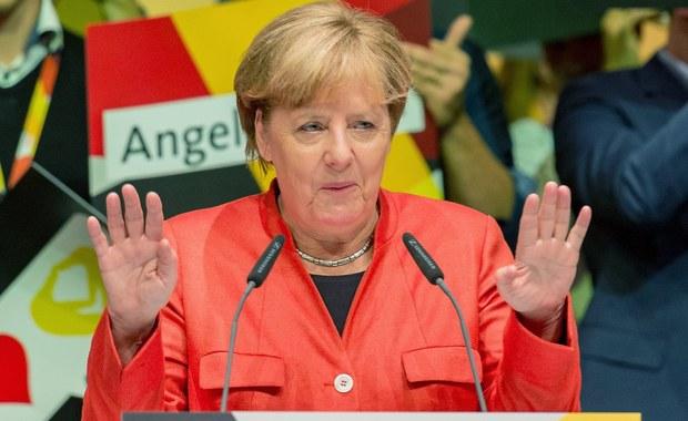 """Kanclerz Niemiec Angela Merkel opowiedziała się na łamach niedzielnego wydania """"Franfkurter Allgemeine Zeitung"""" za zmianą unijnych traktatów w celu zacieśnienia integracji w strefie euro. Merkel skrytykowała także szefa FDP Christiana Lindnera za chęć pogodzenia się z aneksją Krymu przez Rosję."""