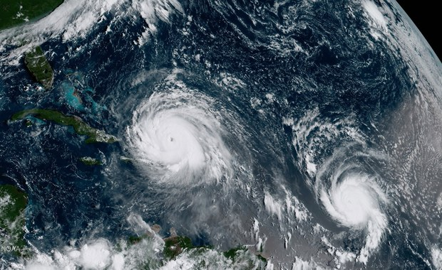 Jak poinformowało Ministerstwo Spraw Zagranicznych, ambasady RP w Hadze, Paryżu i Londynie monitorują sytuację polskich obywateli przebywających na wyspach dotkniętych huraganem.