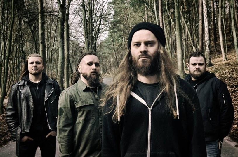 Czterej członkowie polskiego zespołu deathmetalowego Decapitated zostali zatrzymani po koncercie w Kalifornii - podaje portal dziennika The Spokesman-Review. Są podejrzani o porwanie kobiety po występie 31 sierpnia.