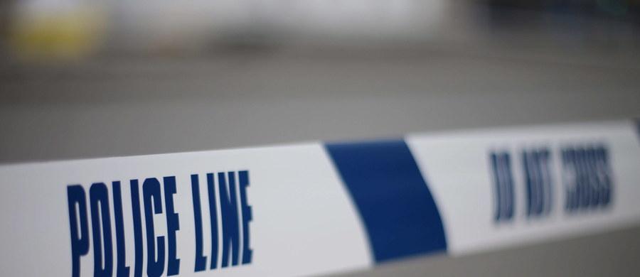 Mężczyzna został ranny w ataku nożownika w kościele protestanckim w Birgmingham w środkowej Anglii, dwaj kolejni doznali obrażeń głowy, gdy próbowali powstrzymać napastnika podczas nabożeństwa - podała policja hrabstwa West Midlands. 46-letni mężczyzna został zatrzymany pod zarzutem usiłowania morderstwa.