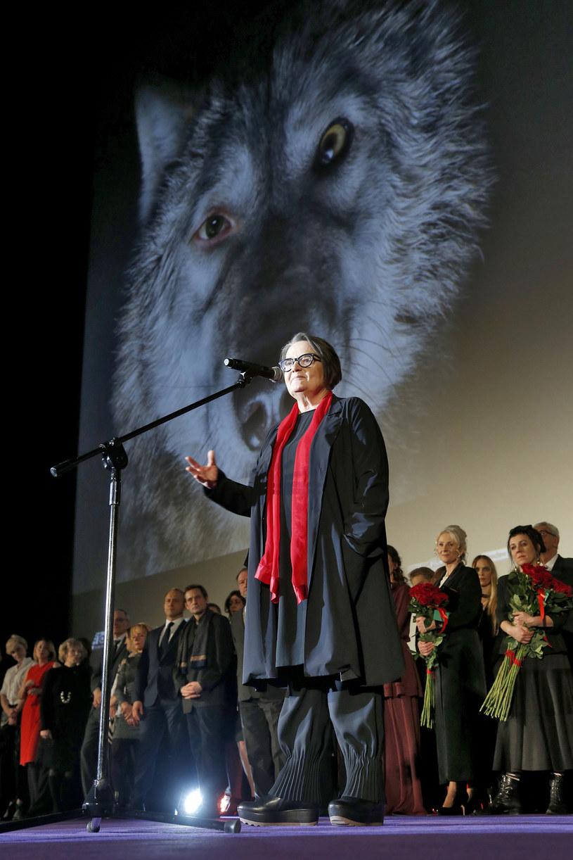 """""""Cieszę się, że nasz film został uznany za godny, by reprezentować polską kinematografię w oscarowym wyścigu"""" - tak Agnieszka Holland skomentowała decyzję Komisji Oscarowej, że to właśnie """"Pokot"""" w jej reżyserii będzie polskim kandydatem do nagrody Amerykańskiej Akademii Filmowej w kategorii najlepszy film nieanglojęzyczny."""