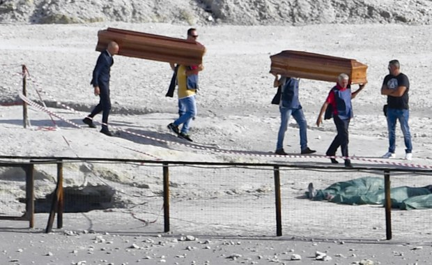 Tragiczny wypadek w pobliżu włoskiego Neapolu. Do krateru wulkanu Solfatara wpadł 11-letni chłopiec i jego rodzice. Cała trójka zginęła. Dramat rozegrał się na oczach 7-letniego syna małżeństwa.