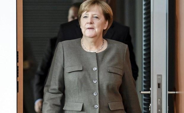Niemiecka partia Alternatywa dla Niemiec (AfD) obarczyła kanclerz Angelę Merkel osobistą winą za zamachy terrorystyczne. Na otwartej w środę, na półtora tygodnia przed wyborami do Bundestagu stronie internetowej eurosceptycy zarzucają Merkel wiarołomstwo.