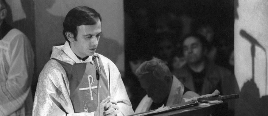 """14 września przypada 70. rocznica urodzin duszpasterza ludzi pracy i legendarnego kapelana """"Solidarności"""" - bł. ks. Jerzego Popiełuszki. Został on zamordowany w 1984 roku przez trzech funkcjonariuszy IV departamentu MSW, który zajmował się zwalczaniem Kościoła katolickiego."""