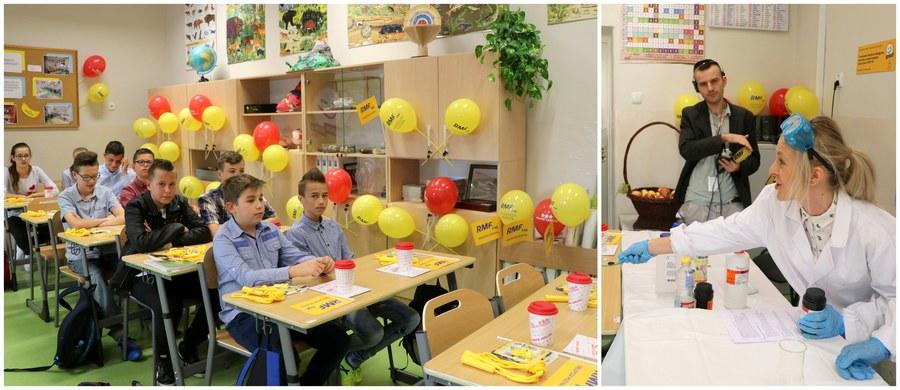 Wielki finał charytatywnej akcji Lepsze Jutro z RMF FM w małopolskich Raciechowicach! W znajdującej się tam szkole wyremontowaliśmy i wyposażyliśmy w supernowoczesny sprzęt pracownię chemiczno-biologiczną. Uczniowie mogą korzystać między innymi z mikroskopów dostosowanych do wieku i podstawy programowej, nowoczesnego dygestorium oraz ruchomej makiety ludzkiego szkieletu. Dzieci i młodzież z Raciechowic nadały mu już nawet imię - Stefan.