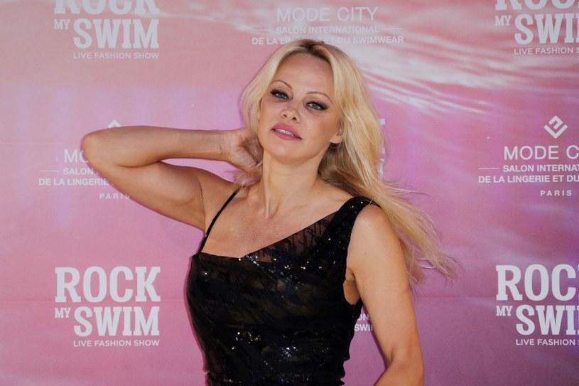 """Pamela Anderson przyjedzie do Polski. Gwiazda serialu """"Słoneczny patrol"""" będzie gościem specjalnym Warsaw Comic Con - festiwalu popkultury skierowanego do fanów filmów, seriali, książek, komiksów i gier, który odbędzie się w dniach 24-26 listopada w Warszawie."""
