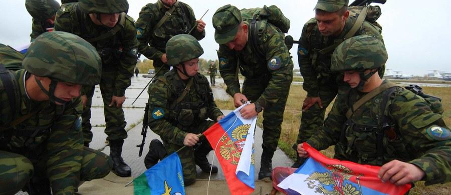 """Kreml uważa """"napędzanie emocji"""" wokół rosyjsko-białoruskich manewrów Zapad-2017 za działanie """"absolutnie prowokacyjne"""" - oświadczył rzecznik prezydenta Rosji Władimira Putina Dmitrij Pieskow. Zapewnił, że ćwiczenia odbywają się w zgodzie z prawem międzynarodowym."""