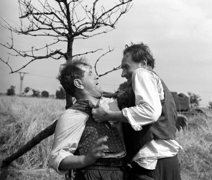 """15 września 1967 roku, dokładnie 50 lat temu, w nieistniejącym już warszawskim kinie Moskwa odbyła się premiera """"Samych swoich"""" - filmu Sylwestra Chęcińskiego o konflikcie rodów Karguli i Pawlaków, określanego jako """"polska komedia wszech czasów""""."""