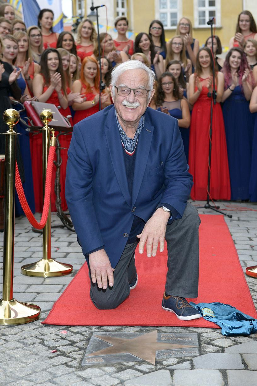 W piątek 15 września w Alei Gwiazd Polskiej Piosenki w Opolu swoją gwiazdę odsłonił Jan Pietrzak, który w sobotę będzie świętował swój jubileusz.