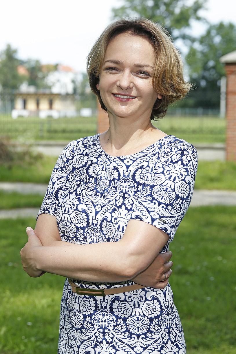 "Izabela Dąbrowska szturmem podbiła internet jako pani Basia, sekretarka w ""Uchu Prezesa""."