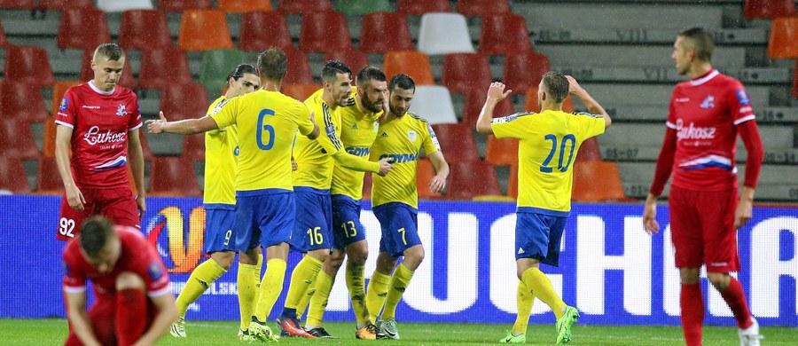 Broniąca trofeum Arka Gdynia we wtorkowym spotkaniu 1/8 finału piłkarskiego Pucharu Polski pokonała na wyjeździe pierwszoligowe Podbeskidzie Bielsko-Biała 1:2 po dogrywce i awansowała do dalszych gier.