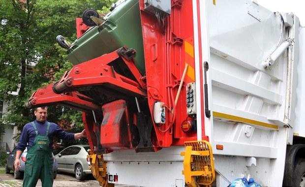 Centralne Biuro Antykorupcyjne zatrzymało burmistrza Koła (woj. wielkopolskie) w śledztwie dotyczącym ustawiania przetargów na śmieciarki - dowiedziała się PAP w źródłach bliskich sprawy. Burmistrz jest szóstym podejrzanym w tym śledztwie.