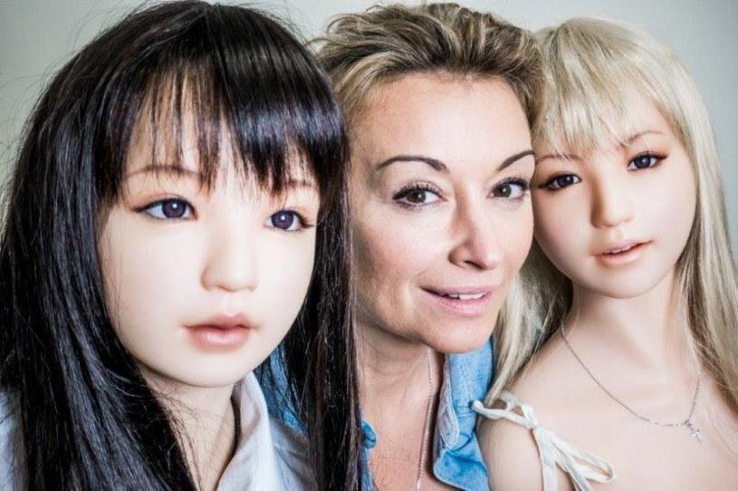 """Japonia to najszybciej starzejąca się populacja na świecie. Japończycy są bardzo zapracowani i mają mało czasu na życie prywatne. Czy dlatego decydują się na związki ze sztucznymi kobietami, które nie mają żadnych wymagań? Jak można """"zaprojektować"""" sobie idealną wybrankę życia? Już w najbliższym odcinku """"Kobiety na krańcu świata"""" szokująca opowieść o epidemii samotności w Kraju Kwitnącej Wiśni."""