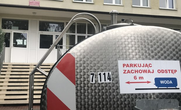 Poważna awaria wodociągowa na warszawskim Żoliborzu. Przez uszkodzony przewód wodociągowy w kilku tysiącach mieszkań nie ma wody lub płynie ona pod bardzo niskim ciśnieniem.