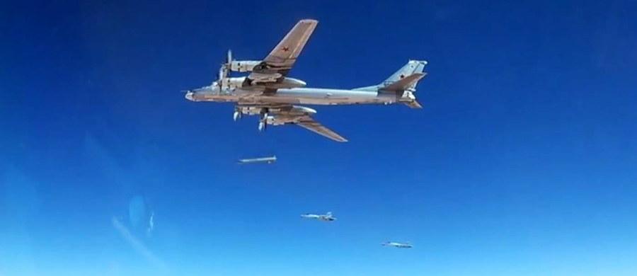 W ciągu minionej doby w nalotach rosyjskich siły powietrznych zginęło ok. 850 dżihadystów - podała agencja Interfax, powołując się na rosyjskie ministerstwo obrony. Do ataków doszło w północnej Syrii, w tym w tzw. strefie deeskalacji w prowincji Idlib. Według Syryjskiego Obserwatorium Praw Człowieka, wśród ofiar nalotów są cywile.