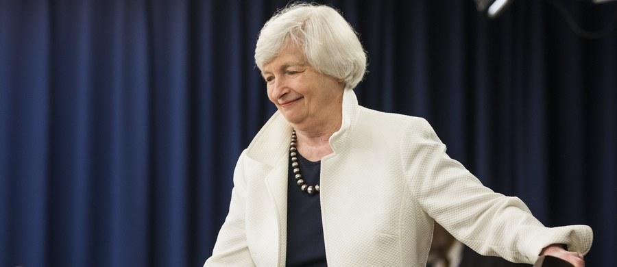 """Utrzymywanie się inflacji w USA na niskim poziomie pozostaje dla Rezerwy Federalnej do pewnego stopnia """"zagadką"""" - oceniła na konferencji prasowej Janet Yellen, prezes Fed. Dodała, że zmiana polityki redukcji sumy bilansowej jest możliwa, ale poprzeczka w tej kwestii jest zawieszona wysoko."""