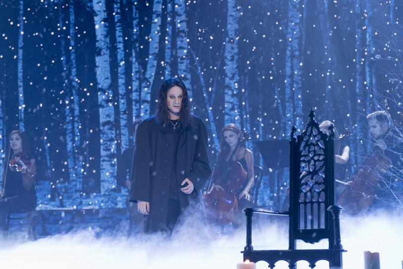 """Zobaczcie przedpremierowo fragment nowego odcinka """"Twoja twarz brzmi znajomo"""", w którym Marcel Sabat wcieli się w Księcia Ciemności - Ozzy'ego Osbourne'a."""
