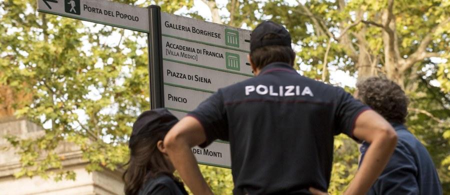 Do brutalnego gwałtu doszło trzy dni temu w rzymskim parku Villa Borghese. Nagą, przywiązaną do słupa i zakneblowaną kobietę znalazł taksówkarz. Okazała się nią 57-letnia obywatelska Niemiec. Kobieta zeznała, że napastnikiem był dwudziestokilkuletni Polak.
