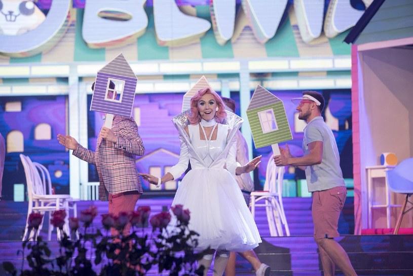 """Co nas czeka w kolejnym odcinku """"Twoja Twarz Brzmi Znajomo""""? Zobaczymy między innymi Kasię Moś jako Katy Perry."""