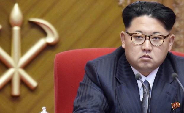 """Korea Płn. rozważy stanowczą, """"najostrzejszą w dziejach"""" reakcję na groźbę totalnego zniszczenia KRLD, na jaką pozwolił sobie prezydent USA Donald Trump podczas wtorkowego wystąpienia na forum ONZ - oświadczył przywódca Korei Płn., Kim Dzong Un. Oświadczenie przywódcy KRLD, w którym nazwał on prezydenta Trumpa """"obłąkanym"""" i """"nienadającym się na przywódcę Stanów Zjednoczonych"""" politykiem, zostało podane do wiadomości publicznej za pośrednictwem Koreańskiej Centralnej Agencji Prasowej KCNA."""