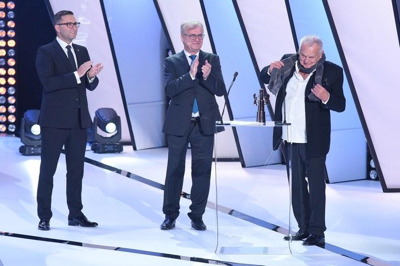 """- Pytanie """"Adamie, gdzie jesteś?"""" odzwierciedla tę nagrodę. To zarówno pytanie, jak i odpowiedź. Tym pytaniem pan Bóg zwraca się także do każdego z was - podkreślił Jerzy Gruza odbierając Platynowe Lwy na sobotniej gali Festiwalu Polskich Filmów Fabularnych w Gdyni."""