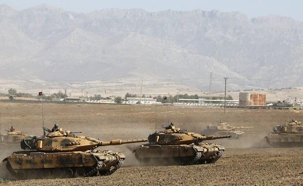 """MSZ Iranu zdementowało informację o zamknięciu granicy z irackim Kurdystanem, podaną wcześniej w poniedziałek przez rzecznika tego resortu. """"Tylko granica powietrzna między Iranem a tym regionem pozostaje zamknięta"""" - głosi oświadczenie ministerstwa.  Z kolei prezydent Turcji Recep Tayyip Erdogan zagroził, że władze w Ankarze mogą zablokować rurociągi, którymi płynie ropa z tego regionu."""