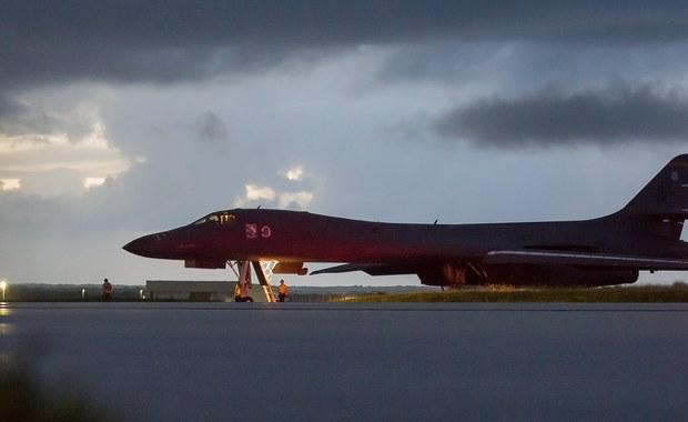 Minister spraw zagranicznych Korei Płn. Ri Jong Ho oświadczył, że amerykański prezydent Donald Trump wypowiedział wojnę Korei Północnej. Pjongjang zastrzega sobie prawo do reakcji, np. zestrzelić amerykańskie bombowce strategiczne, nawet w międzynarodowej przestrzeni powietrznej.