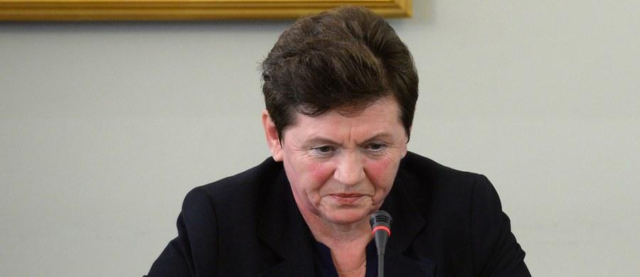 """Nie odpowiem na to pytanie, ponieważ nie chcę ani sobie ani bliskim mi osobom zrobić krzywdy - tak brzmiała zdecydowana większość odpowiedzi przesłuchiwanej przez sejmową komisję ds. Amber Gold Danuty Jacuk-Plichty, teściowej Marcina P. Jacuk-Plichta była zatrudniona w Amber Gold; szefowa komisji Małgorzata Wassermann mówiła niedawno PAP, że na koncie kobiety pojawiały się """"potężne sumy pieniędzy"""" z Amber Gold."""