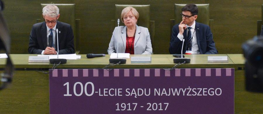 Uważam, że nie ma co do tego wątpliwości, iż muszę dokończyć kadencję I prezesa Sądu Najwyższego - powiedziała I prezes SN Małgorzata Gersdorf. Dodała, że przedstawione dotychczas przez prezydenta propozycje nowej ustawy o Sądzie Najwyższym są ogólne i szablonowe.
