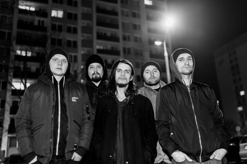 Pochodząca z Puław grupa Dom Zły szykuje się do premiery debiutanckiego materiału.