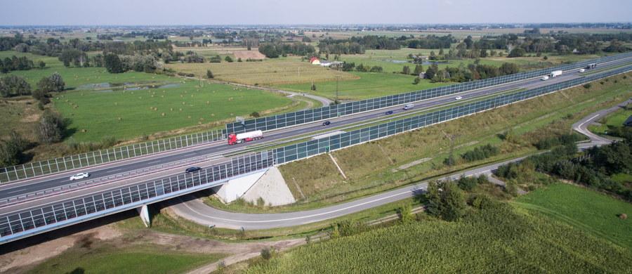 Kolejne spory w rządzie opóźniają prace nad przygotowaniem budowy Centralnego Portu Komunikacyjnego, który ma powstać w Stanisławowie w gminie Baranów. Kolejne dokumenty w tej sprawie miały zostać zatwierdzone na rozpoczynającym się posiedzenie rządu, ale tak się jednak nie stanie - informuje dziennikarz RMF FM Krzysztof Berenda.