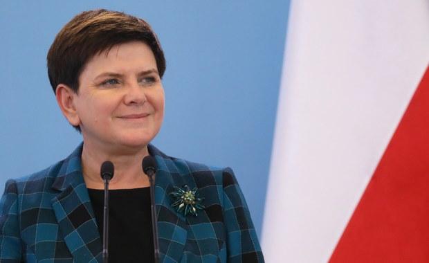 Chcemy zająć się sprawą reparacji i rozmawiać na ten temat z niemieckim rządem - powiedziała premier Beata Szydło. Zapowiedziała, że w najbliższym czasie rząd przygotuje opinię w tej sprawie.