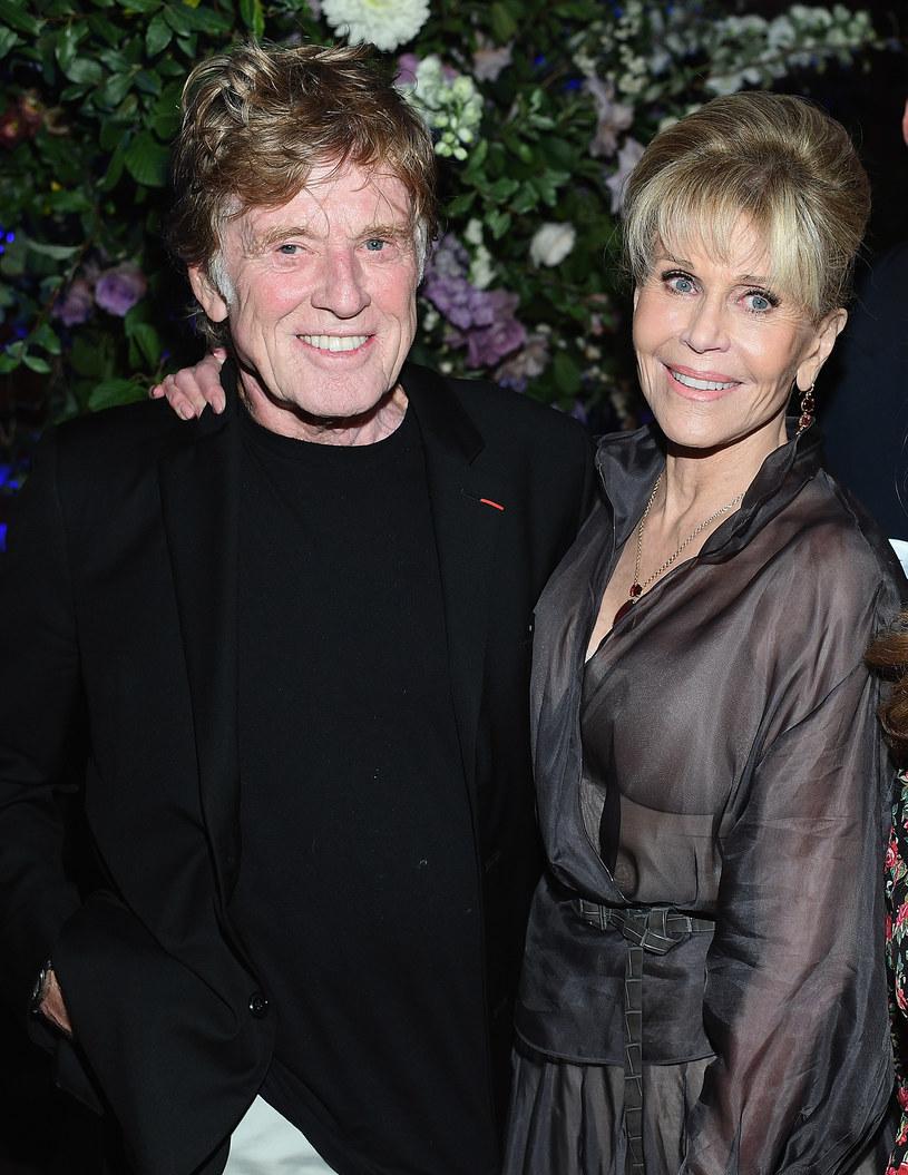 Jane Fonda w niedawnym wywiadzie przyznała, że przez lata była zakochana w partnerze z planu - Robercie Redfordzie. Aktor zareagował na taką informację niemałym zdziwieniem.