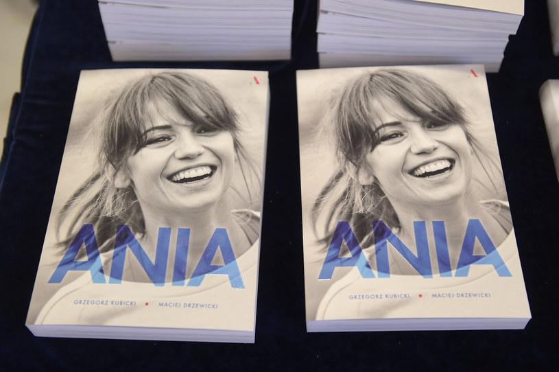 """Tak o Annie Przybylskiej mówi jej mama Krystyna w książce pt. """"Ania"""". 5 października mijają 3 lata od przedwczesnej śmierci aktorki, dla której pogoń za sławą i popularnością była bez znaczenia. Nie wybrała kariery za granicą, choć miała taką możliwość. Najważniejsza była rodzina, z której czerpała siłę do życia, a potem do walki z chorobą."""
