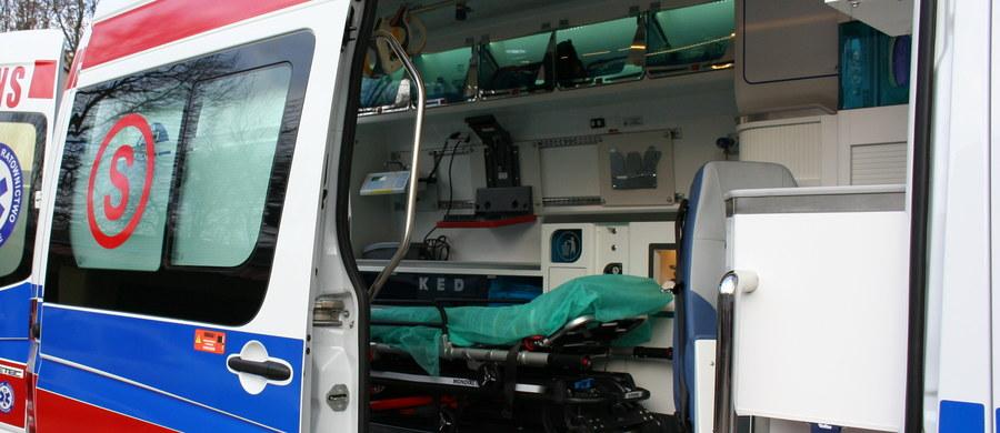 Wypadek osobówki i karetki pogotowia w Chęcinach na Mazowszu. W kraksie rannych zostało 5 osób.