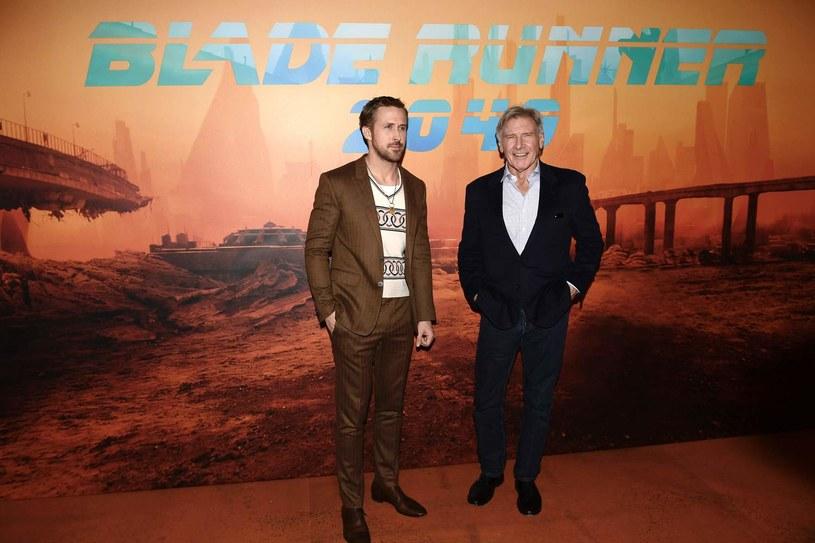 """Flagi w całych Stanach Zjednoczonych opuszczone są do połowy masztów. Z powodu strzelaniny w Las Vegas w Hollywood odwołano zaplanowany na dziś czerwony dywan i premierę filmu """"Blade Runner 2049"""" z Ryanem Gosslingiem i Harrisonem Fordem. Także w wielu innych amerykańskich miastach odwołano imprezy rozrywkowe."""
