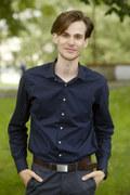 Marcel Sabat: Gra nazistę, projektuje ubrania