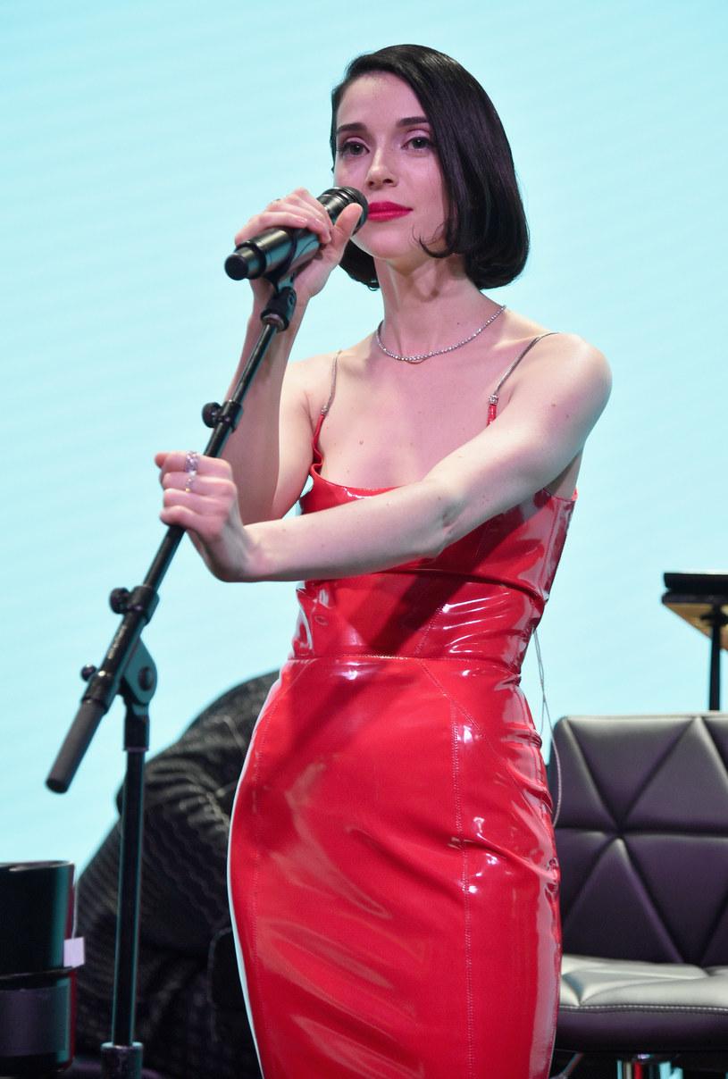 """St. Vincent zaprezentowała teledysk do piosenki """"Los Ageless"""", drugiego singla zwiastującego jej nową płytę."""