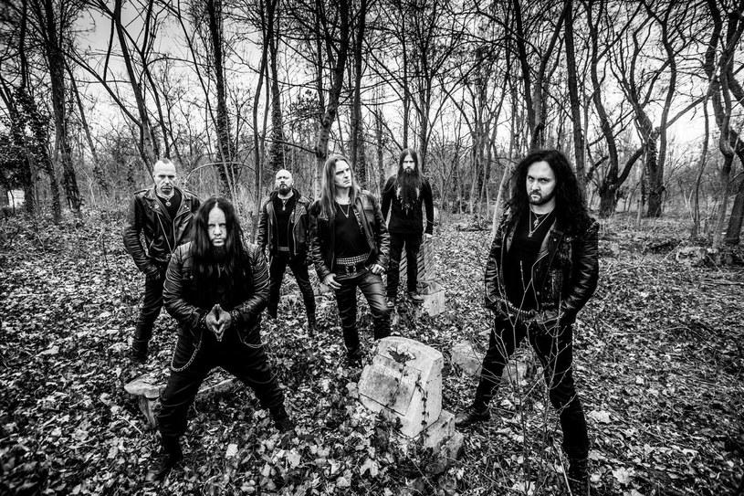 """Międzynarodowa formacja Sinsaenum przygotowała nową EP-kę """"Ashes""""."""