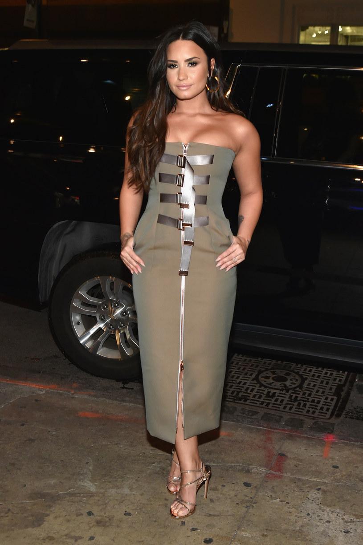 """W ostatnich dniach Demi Lovato, w związku z intensywną promocją albumu """"Tell Me You Love Me"""", pojawiła się w różnych miejscach, aby porozmawiać o nowym materiale. W tym czasie zdarzyło jej się otrzymać kilka zaskakujących pytań."""
