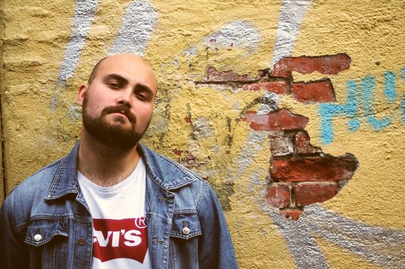 Poniżej możecie posłuchać debiutanckiego singla Patryka, polskiego wokalisty mieszkającego w Norwegii.