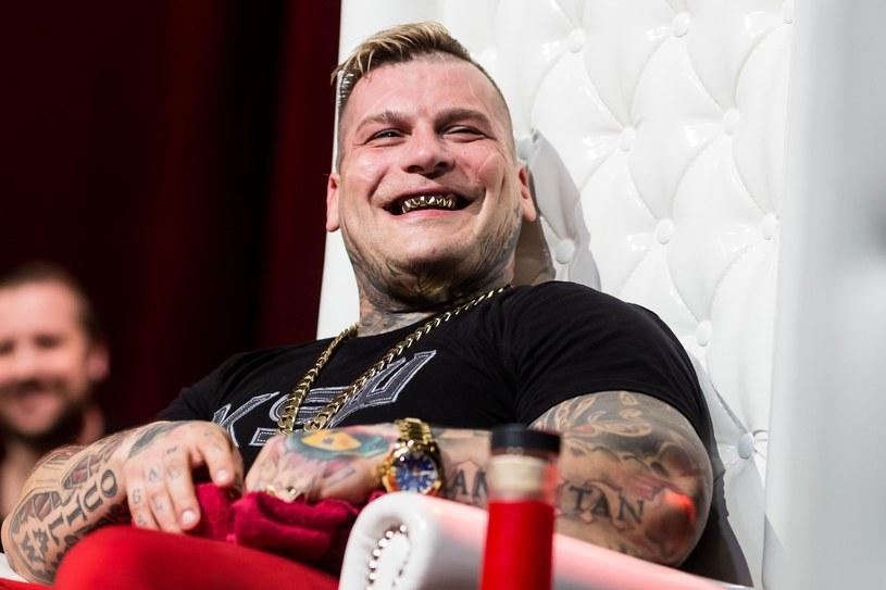 W rozmowie z Bartoszem Boruciakiem kontrowersyjny raper oznajmił, że wystartuje w najbliższych wyborach parlamentarnych.