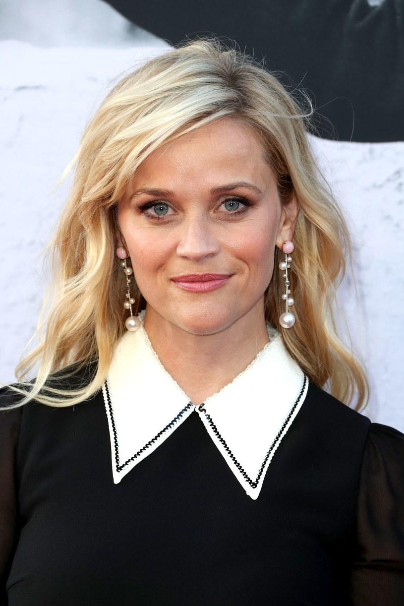 """Reese Witherspoon opowiada o swoich fanach, mediach społecznościowych i pracy na planie filmu """"Wszyscy moi mężczyźni""""."""