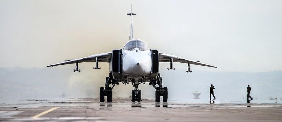 Rosyjski bombowiec Su-24 rozbił się podczas startu w Syrii. Samolot nie zdołał podnieść się w powietrze i wypadł poza pas startowy. Dwaj piloci zginęli.