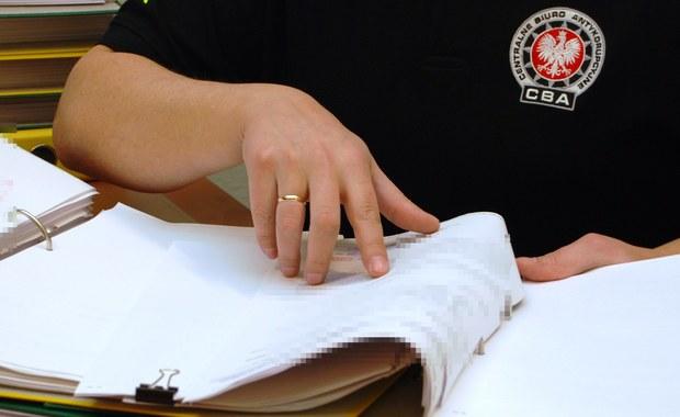 Agenci Centralnego Biura Antykorupcyjnego wspólnie z funkcjonariuszami Biura Inspekcji Wewnętrznej Krajowej Administracji Skarbowej zatrzymali urzędnika skarbowego z Poznania, który przekazywał tajemnice skarbowe detektywowi. Również on został zatrzymany.