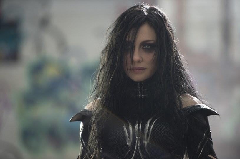 """Cate Blanchett nie boi się nowych wyzwań. Popularna aktorka zagrała właśnie w filmie """"Thor: Ragnarok"""" (na ekranach kin od 25 października). W takiej roli jeszcze jej nie widzieliście!"""